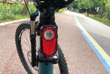Neuester wiederaufladbarer USB Fahrradbeleuchtungssatz.